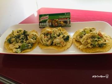 Tostadas de pollo, espinacas, zanahoria y papa #YoCociKnorr