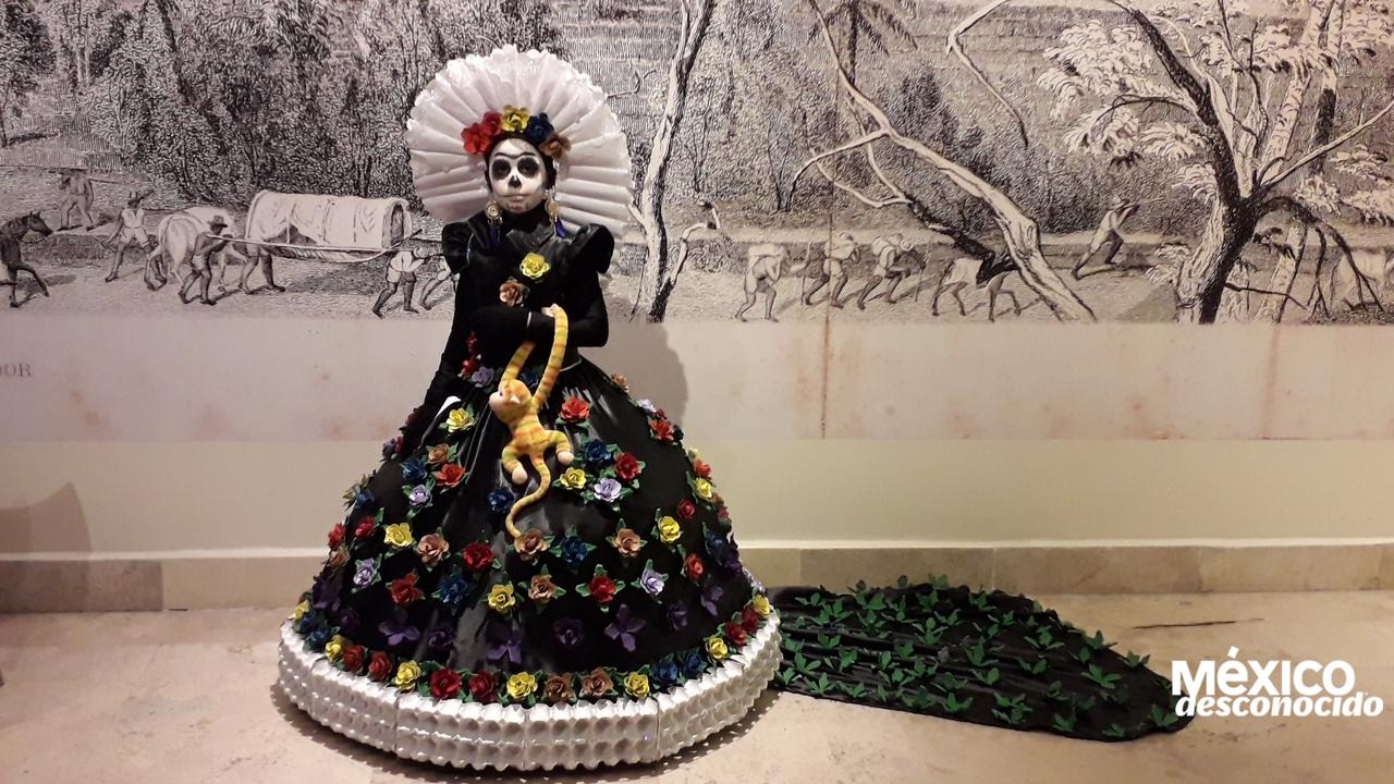 Frida Kahlo Reciclablevestido Hecho Con Tapa De Huevo Las