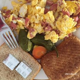 Desayuno completo de huevo c/salchicha #YoCociKnorr